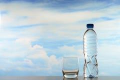 新鲜和干净的饮用水 图库摄影