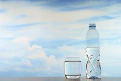 新鲜和干净的饮用水 免版税库存图片