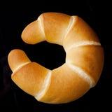 新鲜和鲜美新月形面包酥皮点心 免版税库存照片