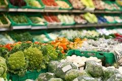 新鲜市场安排蔬菜 免版税图库摄影