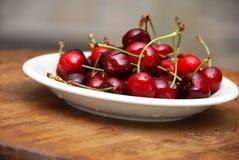 新鲜开胃的樱桃 免版税库存图片