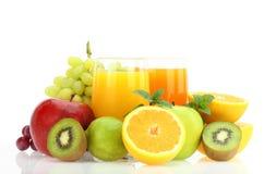 新鲜水果和汁液 免版税库存图片