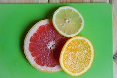 新鲜水果表 免版税图库摄影