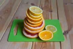 新鲜水果表 免版税库存照片