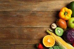 新鲜水果设置了蔬菜 库存图片