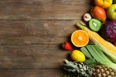 新鲜水果设置了蔬菜 图库摄影