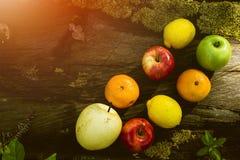 新鲜水果,各种各样的果子,健康食物,木表, Bokeh背景 库存照片