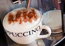 新鲜热奶咖啡的咖啡 免版税库存图片