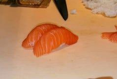 新鲜的三文鱼寿司 库存图片