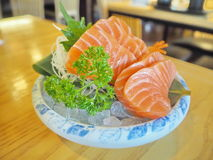 新鲜的三文鱼片断  免版税库存图片