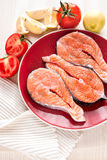 新鲜的三文鱼鱼排 免版税库存照片