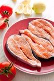 新鲜的三文鱼鱼排 库存照片
