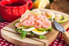 新鲜的三明治用虾和鸡蛋 库存图片