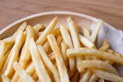 新鲜的与番茄酱快餐产品的土豆鲜美炸薯条 库存照片