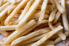 新鲜的与番茄酱快餐产品的土豆鲜美炸薯条 图库摄影