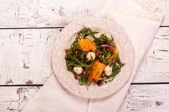 新鲜的五颜六色的夏天沙拉 免版税图库摄影