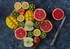 新鲜的五颜六色的有机果子,混杂的果子背景,健康生活方式,节食 库存图片