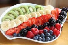 新鲜的五颜六色的果子和莓果 库存图片
