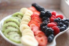 新鲜的五颜六色的果子和莓果 免版税图库摄影