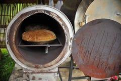 新鲜的传统上被烘烤的面包 免版税库存图片