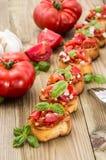 新鲜的做的开胃小菜(Bruschetta) 免版税库存照片