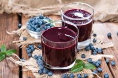 新鲜的做的蓝莓汁 库存图片