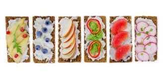 新鲜的健康开胃菜快餐用薄脆饼干 免版税库存图片