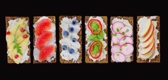 新鲜的健康开胃菜快餐用薄脆饼干 库存图片
