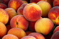 新鲜的健康桃子 库存照片