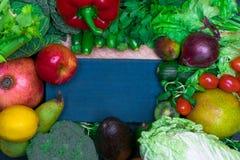 新鲜的健康色的要做圆滑的人的混合蔬菜和水果 维生素资源 免版税库存照片
