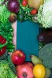 新鲜的健康色的要做圆滑的人的混合蔬菜和水果 维生素资源 免版税图库摄影