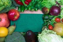新鲜的健康色的要做圆滑的人的混合蔬菜和水果 维生素资源 库存图片