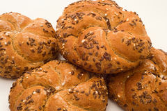 新鲜的全麦的小圆面包 图库摄影