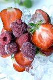 新鲜的冻结的莓成熟草莓 图库摄影