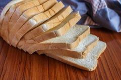 新鲜的切的面包 库存照片