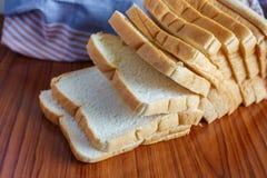 新鲜的切的面包 免版税库存图片
