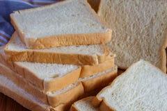 新鲜的切的面包 免版税库存照片