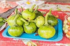 年轻新鲜的南瓜待售在地方泰国市场上 库存图片