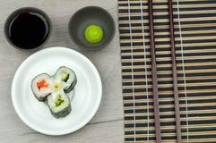 新鲜的卷调味汁大豆寿司wasabi 库存图片
