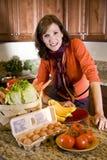 新鲜的厨房成熟产物妇女 免版税图库摄影