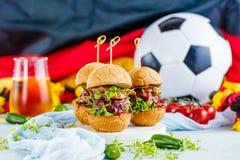 新鲜的可口汉堡以橄榄球足球的形式 免版税库存图片