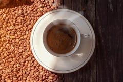 新鲜的咖啡在早晨 免版税库存照片