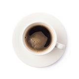 新鲜的咖啡在板材的,被隔绝 免版税库存图片