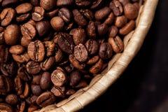 新鲜的咖啡豆关闭 免版税库存照片
