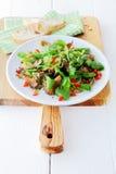 新鲜的国王蚝蘑和草本沙拉 免版税库存图片