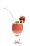 新鲜的圆滑的人草莓 免版税库存照片