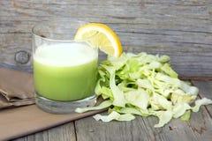 新鲜的圆白菜汁 库存图片