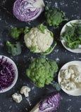 新鲜的圆白菜-硬花甘蓝,花椰菜,红叶卷心菜的变异 项目符号 免版税图库摄影