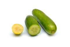 新鲜的在白色隔绝的黄瓜和柠檬 库存图片