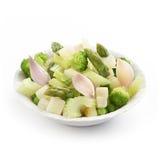 新鲜的夏天沙拉用芹菜硬花甘蓝和芦笋 免版税库存照片